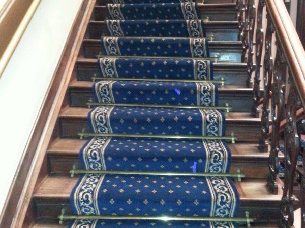 mooi tapijt op een trap